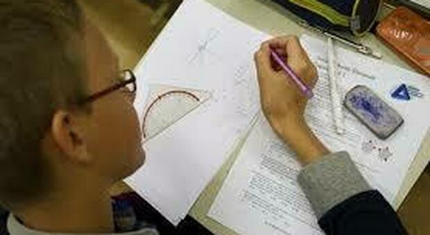 Scuola, pochi laureati e matematica trascurata. Ora l'Italia torni a investire sullo studio