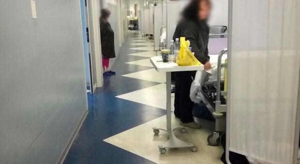Materassi Terni.Terni Letti In Corsia All Ospedale M5s All Attacco Vergognatevi