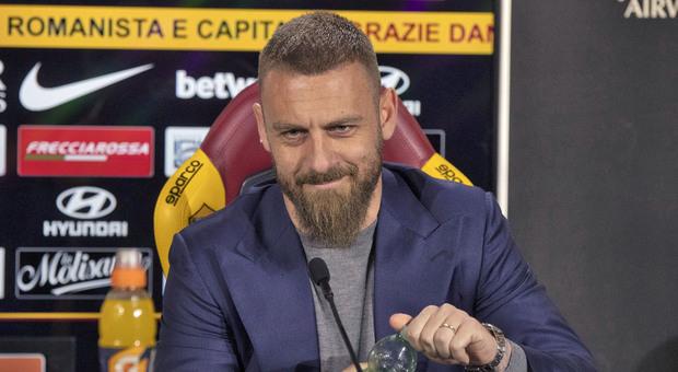 De Rossi, l'ode di Gasparri alla Zanzara: «Si calpesta una bandiera, tanta gente, Roma intera!»