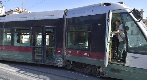 Incidente bus-tram, l'autista dell'Atac sotto choc: «È arrivato come un proiettile»