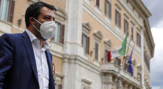 Salvini: «Conte? Il governo non durerà tantissimo. Basta autocertificazioni, italiani rispettosi»