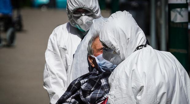 Covid, cluster da 75 positivi in Rssa pugliese dopo festa per il vaccino. Indagano i Nas
