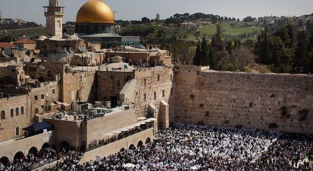 Gerusalemme, l'Unesco approva la risoluzione sui luoghi sacri: «Il patrimonio della città è indivisibile»