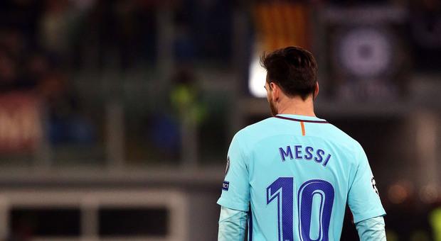 Messi, l'ultimo giorno al Barcellona: a mezzanotte scade il contratto. Che ne sarà della Pulce?