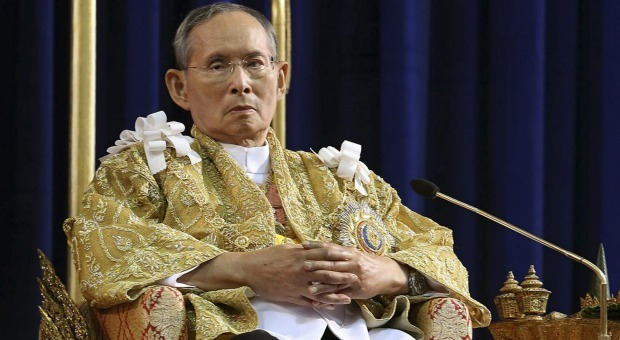 Thailandia, morto il re Bhumidol: era sul trono da 70 anni
