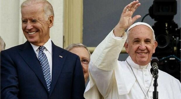 Divieto di dare la comunione ai politici abortisti (come Biden): il Vaticano invita al dialogo i vescovi americani