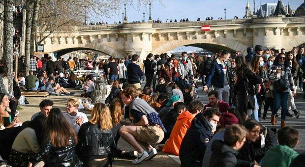 Covid, boom di contagi a Nizza: 751 casi ogni 100 mila abitanti. Il sindaco: «Troppi turisti, rischiamo la catastrofe»
