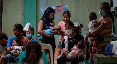 Covid, il giallo Indonesia: muoiono centinaia di bimbi ogni mese. «Il dato più alto al mondo»