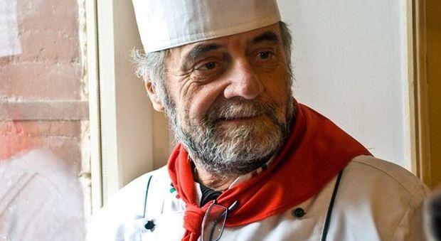 Addio a Peppino Falconio, il re degli chef Funerale lungo la strada per Peppino Falconio, il re degli chef. Il figlio: presto una grande festa