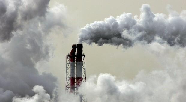 In arrivo più tasse su energia da fonti fossili ma anche un fondo compensativo
