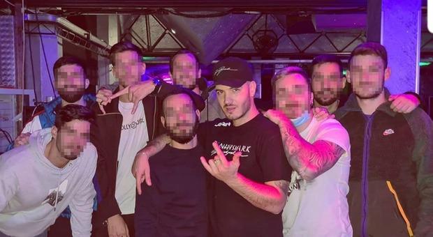 Covid, al concerto del rapper Bismark selfie senza mascherina con i fan