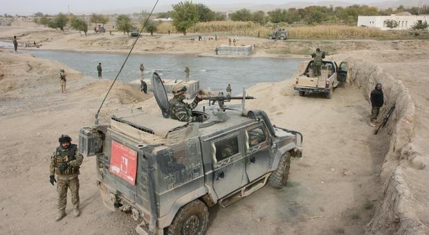 Afghanistan, i talebani avanzano e l'esercito regolare è in fuga