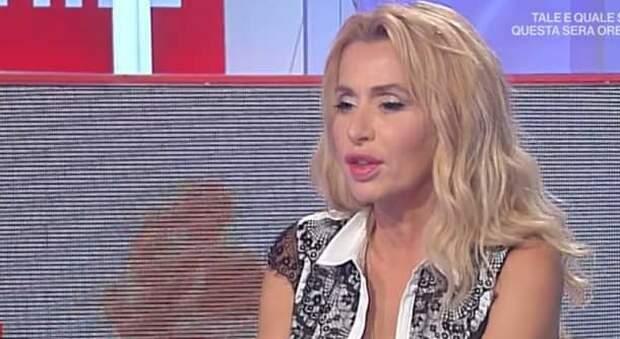 Valeria Marini a Storie Italiane: «Canto per le donne vittime di violenza»
