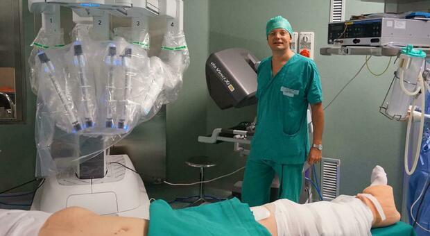 Torino, Robot asporta per la prima volta tumore al rene su paziente sveglia: utilizzata