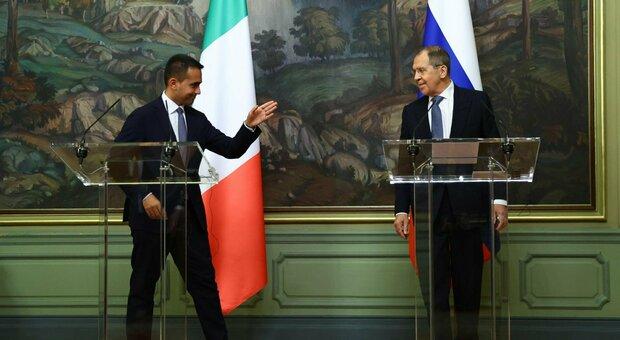 Navalny, Di Maio incontra Lavrov: «Avvelenamento inquietante, ci saranno conseguenze». E l'Ue prepara sanzioni per la Russia