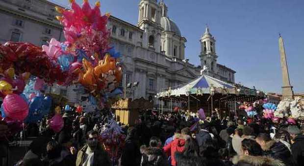 Piazza Navona, nuovo look per la Befana: meno banchi, più qualità e stop agli abusivi