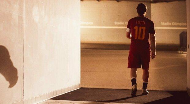 Totti, i tifosi invocano il ritorno alla Roma. L'ex capitano: «Per ora nessuno mi ha chiamato»