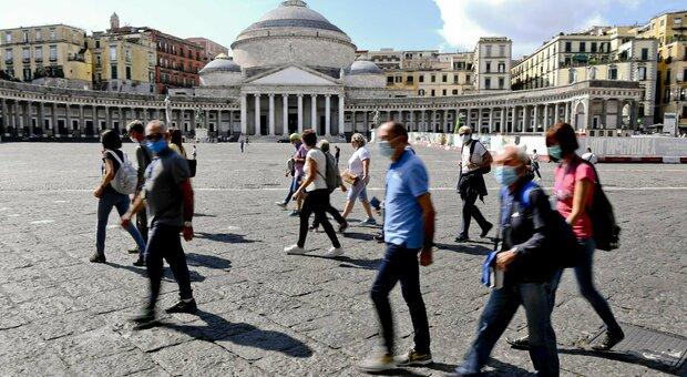 Covid Regioni, contagi allarmanti. De Luca: «Chiudere la Campania? Si prenderanno decisioni necessarie»