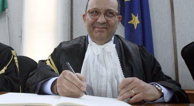Presidente della Corte d'Appello scivola durante la cerimonia di insediamento: piede fratturato