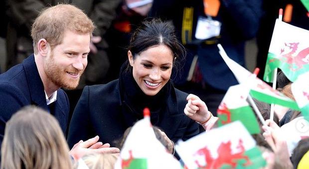 Harry e Meghan, crescono le pressioni a corte: «Ingrati, rinuncino ai titoli nobiliari»