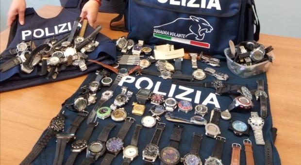 Perugia, la polizia di stato interviene su una lite in strada e ritrova oltre ottanta orologi