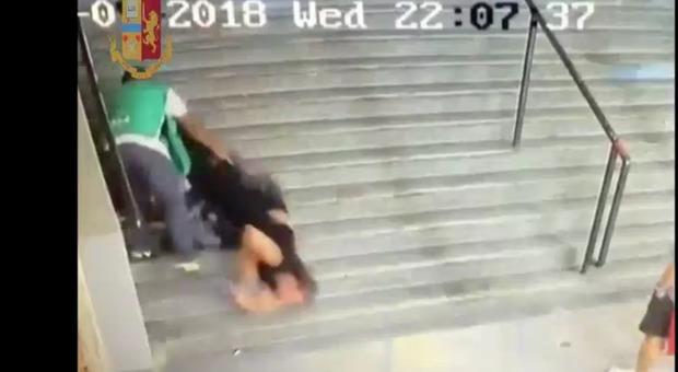 Donna spinta giù dalle scale dell'Olimpico durante Roma-Frosinone: il video-shock