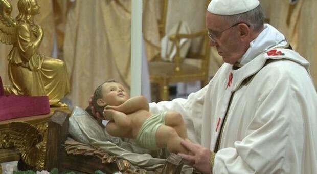 Natale, salta la messa di mezzanotte del Papa, limitazioni  per le celebrazioni di Ognissanti: i vescovi impongono rigore