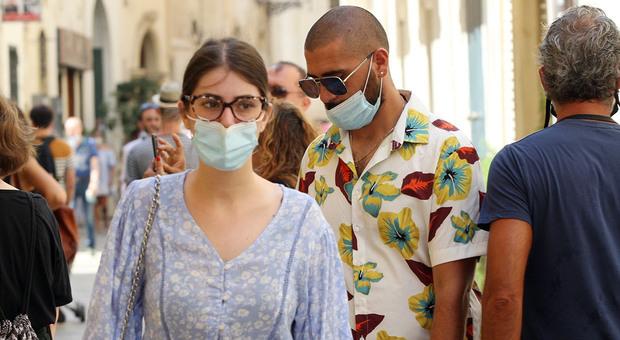 Coronavirus, l'appello dell'Unità di crisi in Campania: «Restate in Italia o chiusure dolorose»