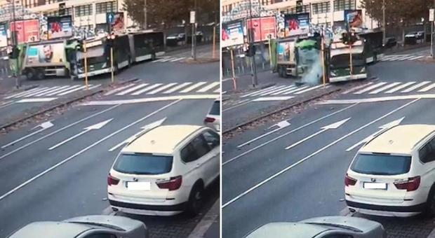 Incidente filobus-camion rifiuti a Milano, morta la donna coinvolta. Il mezzo Atm è passato col rosso