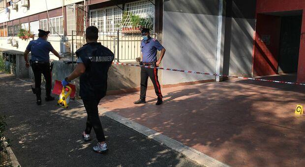Roma, sparatoria in strada a Tor Bella Monaca: colpi di pistola da un'auto in corsa, due feriti gravi