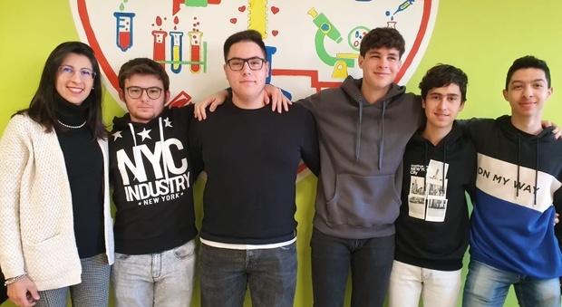 """Il bracciale """"salvavita"""" degli studenti del liceo di Ceccano al secondo posto del concorso di Samsung"""