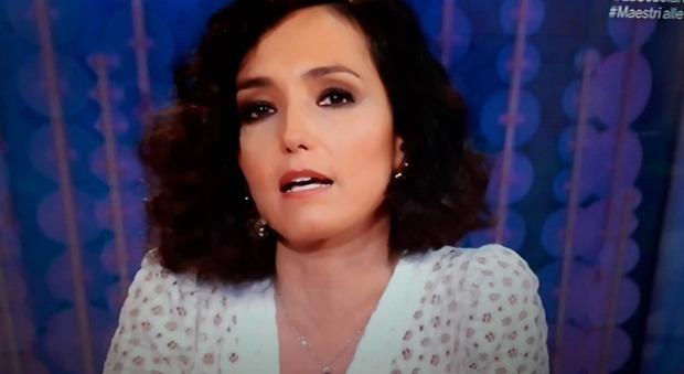 Caterina Balivo in lacrime a Vieni da me: «Sono stati 2 anni bellissimi». Fan in ansia: «Lascia il programma?»
