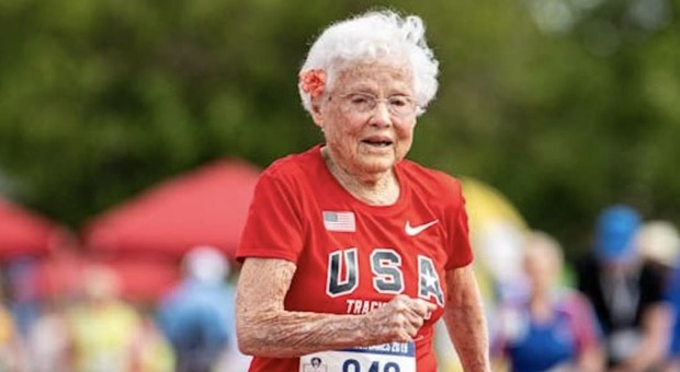 Julia, 103 anni, la runner più anziana: «Ragazzi non perdete mai la passione»