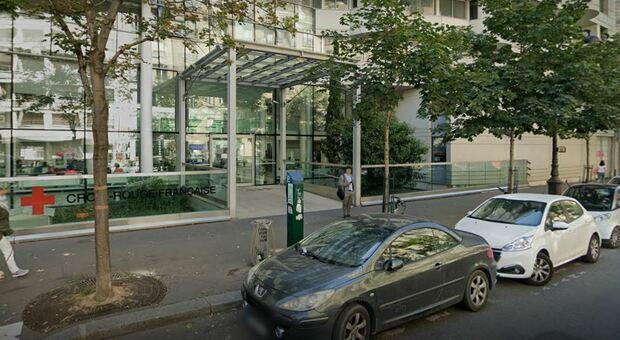 Parigi, spari davanti all'ospedale Henri-Dunant: un morto e un ferito
