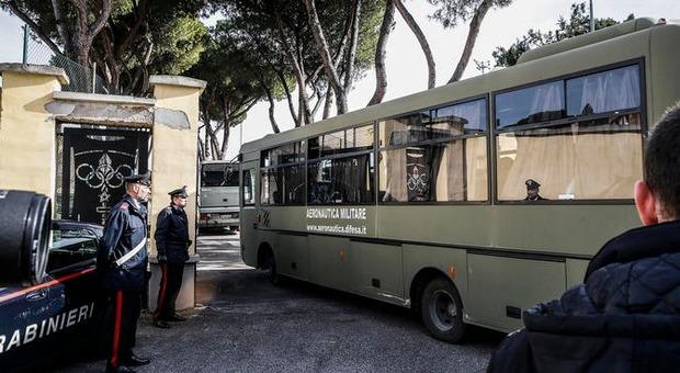 Coronavirus, italiani in quarantena lasciano Cecchignola oggi o domani. Cinesi allo Spallanzani usciranno a giorni