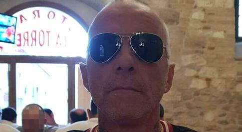 Ascoli Piceno, uomo ucciso a coltellate in strada in centro: è caccia all'aggressore