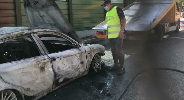 Orvieto, auto in fiamme sulla A1, in salvo mamma e bambini