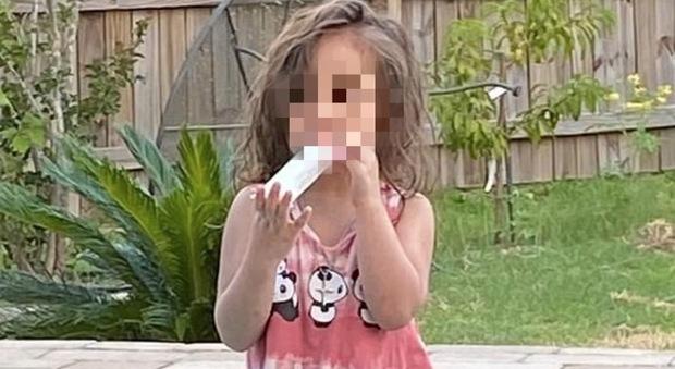 Bimba di 4 anni annega in piscina durante una riunione familiare: nessuno si accorge di lei