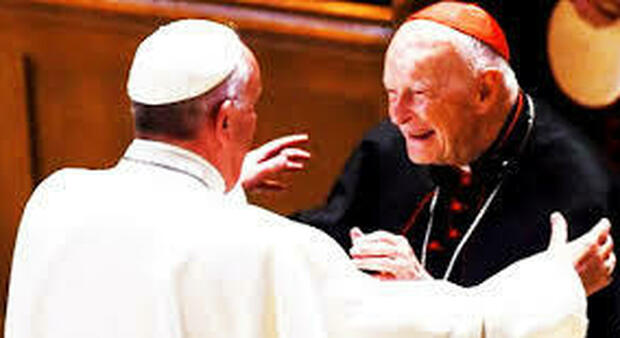 Abusi, le nuove accuse contro l'ex cardinale McCarrick mettono in imbarazzo il Vaticano
