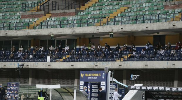 Zona gialla, pubblico negli stadi da maggio: massimo 1.000 spettatori. Ripartono anche calcetto e gli altri sport