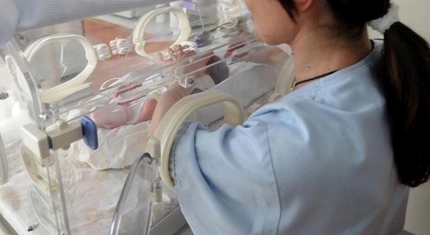 Ferrara, donna in terapia intensiva da alla luce un bambino negativo al Covid
