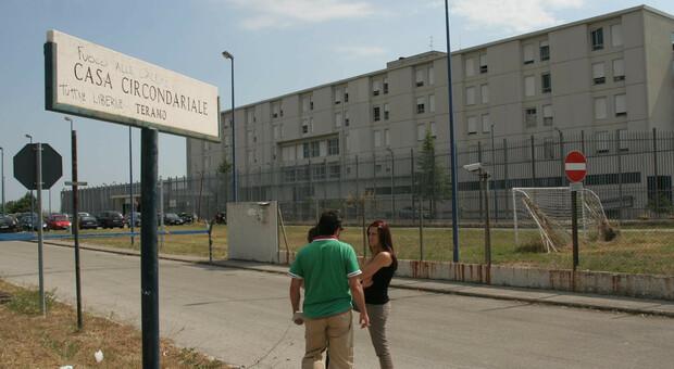 Alba Adriatica, carte false per far uscire l'amico dal carcere: denunciati entrambi