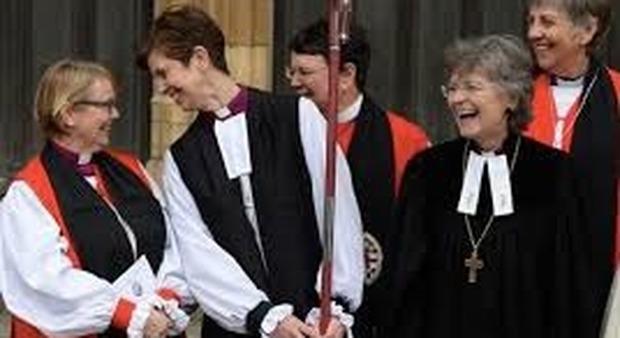 Vaticano, nella Chiesa cattolica non ci saranno mai donne prete dice il cardinale Ladaria