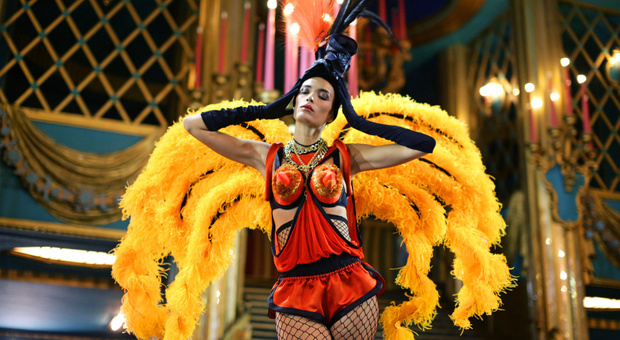Piume e musica dance: lo spettacolo di Gaultier che farà ballare Spoleto