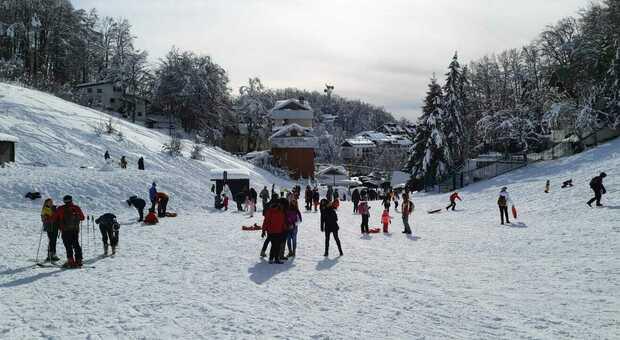 Assembramenti anche in montagna, al Terminillo turisti rispediti a casa