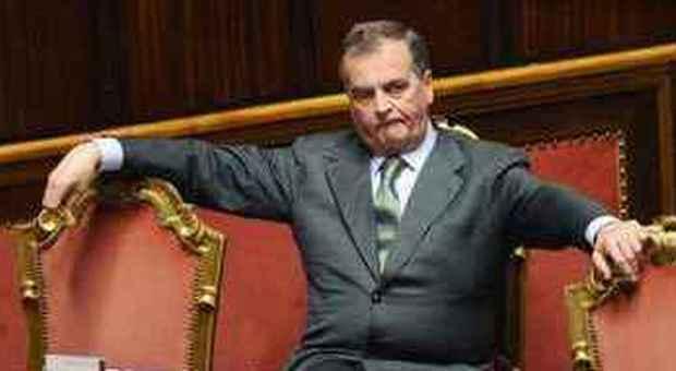 Il governo meno senatori e deputati stipendio legato for Numero senatori e deputati