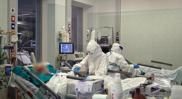 Covid, gli anestesisti: «In meno di un mese le terapie intensive del Sud a rischio»
