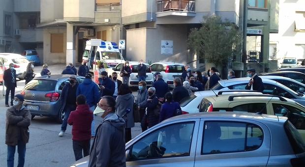 Manifestazione di protesta davanti all'Ospedale di Narni