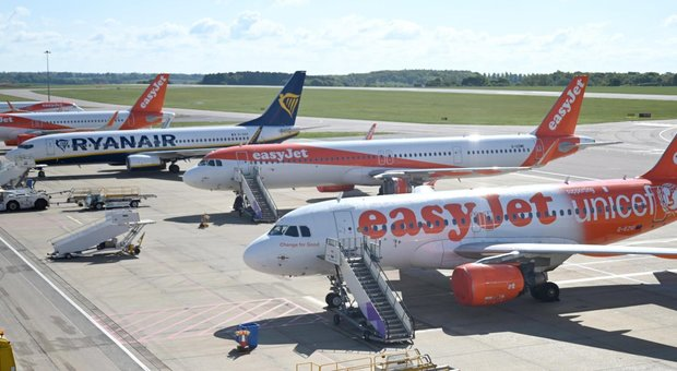 British Airways, EasyJet e Ryanair fanno causa al governo britannico: «Via la quarantena imposta ai turisti»