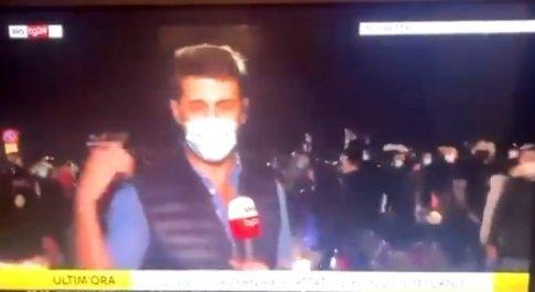 Rivolta a Napoli, troupe di Sky tg24 aggredito in diretta
